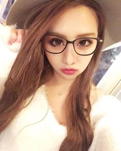 onee gyaru make with glasses, felt hat and knit dress #gyaru Twitter/Instagram @ainyan12131