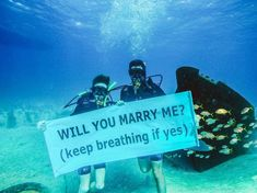 Cute marriage proposal | Proposal under water | Unique marriage proposal | Photographer: unknown | Source: gabesimas | #proposal #willyoumarryme #couplegoals #couplephotography #underwater #propose #shesaidyes #cutecouples #inlove #loveher #romance #marriageproposals #gettingmarried #wittyvows #marry Hot Men, Propose Day Images, Proposal Photographer, Marriage Proposals, Instagram Images, Instagram Posts, Marry Me, Couple Photography, Vows