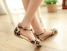 8bac7cb632 New Fashion Women Flat Sandals Leopard Print T-Strap Buckle Fastening Sexy  Shoes Flats khaki 6.5 Online Shopping