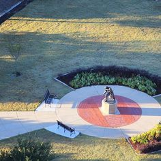 The Elvis Presley Homecoming statue from the eyes of a bird. #MyTupelo