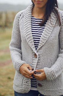 Superbulky yarns can be intimidating, and finding the perfect pattern is always difficult… But working with them is such a joy. Crochet Pullover Superbulky Grandpa pattern by Joji Locatelli Knit Cardigan Pattern, Sweater Knitting Patterns, Knit Patterns, Knitting Sweaters, Cardigans For Women, Pattern Fashion, Grandpa Sweater, Ravelry, Dresses