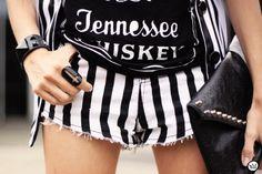Look du jour - 01.04.2013 look du jour stripes listras preto e branco shorts Renner blazer Charry t-shirt (3)