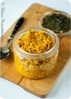 Pumpkin pesto - Admit it, have you often thought that your spread would go really well with pasta? Then this pesto - Pumpkin Recipes, Fall Recipes, Easy Dinner Recipes, Vegan Recipes, Cooking Recipes, Pumpkin Pumpkin, Pesto Dip, Chutneys, Tostadas