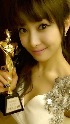 f(x) Victoria Shares a Celebratory Selca after Winning New Actress Award Victoria Fx, Victoria Song, Kpop Girl Groups, Korean Girl Groups, Kpop Girls, Song Qian, Choi Jin, Korean Actresses, Chinese Actress