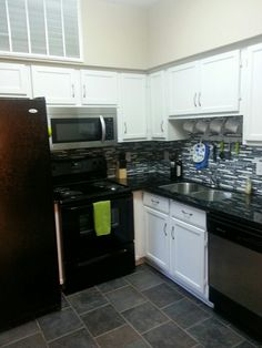 Appliances stay! Built-in microwave (updated in past three years).  #forsale #condo #houstoncondos #houstonrealestate #realestate #kitchen