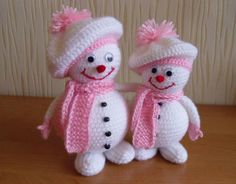 Amigurumi for Christmas: 31 Beautiful Ornaments to Be Inspired Crochet Christmas Decorations, Crochet Christmas Trees, Crochet Decoration, Christmas Knitting Patterns, Holiday Crochet, Christmas Crafts, Tree Decorations, Christmas Ornaments, Knitted Dolls