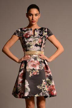Vestido corto de fiesta en gran estampado de raso modelo 0503 Moskada by Moskada   Boutique Clara
