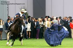 Marinera mujer a pie - hombre a caballo
