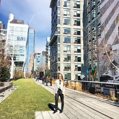 """She Prevails on Instagram: """"There's no better place on a sunny day in New York City than the high line park ☀️#NewYork #NYC #thehighline #fashionblogger #blogger #girlboss #ShePrevailsNYC"""" New York Life, High Line, Sunny Days, Street View, Nyc, Tours, Park, City, Places"""
