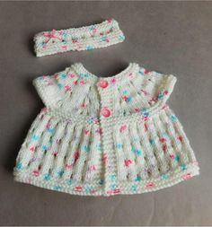 Two Teensy Baby Sets | This is five baby knitting patterns in one!