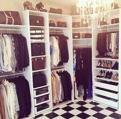 Maintenant, ma mère achète tout de mes vêtements. En le future, je veut gagner assez d'argent pour acheter tout les vêtements que je veux.
