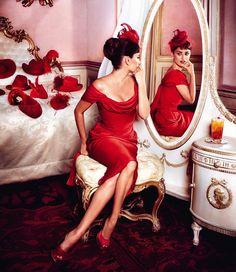 Despierta al color y vive la mejor temporada del año, el #rojo es tendencia. #sutex tiene #textiles para tus diseños.