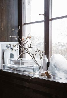 Stil Inspiration - Scandinavian home Interior Flat, Interior Styling, Interior Design, Decorating Blogs, Interior Decorating, Bay Window Decor, Rue Verte, Scandinavian Interior, Home Accents