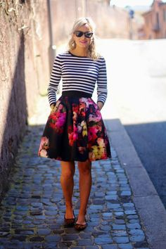 So adorable and unexpectedly cute combo.  I have this skirt! Short Floral Skirt, Floral Skirt Outfits, Floral Skirts, Office Outfits, Work Outfits, Spring Outfits, Ted Baker Outfit, Ted Baker Dress, Gestreifte Tops