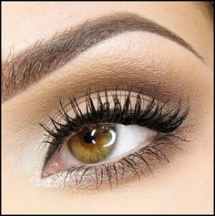 Easy steps for creating a natural smokey eye perfect for day. #smokeyeyes #makeup #protips