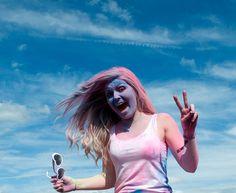 Dresda ospita la festa induista di Holi, detta anche festa dei colori, che celebra il trionfo del bene sul male. Migliaia di persone scendono nelle strade, ballano, cantano, accendono falò e soprattutto si lanciano sacchi di polvere profumata e colorata e di vernice. L'atmosfera della festa è simile a quella del carnevale occidentale.