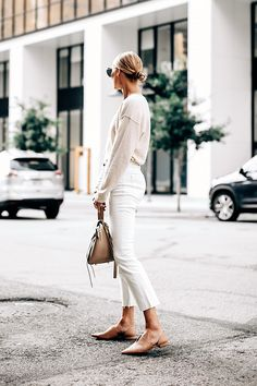 There is something new and intriguing occurring with denim – cropped jeans. Let these 25 cropped jeans outfits motivate you for your next style! Next Fashion, Look Fashion, Fashion Outfits, Fashion Tips, Fashion Ideas, Fashion Edgy, Vogue Fashion, Woman Fashion, Street Fashion