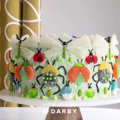 How to Make a Gummy Bug Cake #darbysmart #recipes #desserts #baking #sweets #cake #cupcakes #cakedecorating #gummies #gummybug Creative Cake Decorating, Wilton Cake Decorating, Cake Decorating Supplies, Creative Cakes, Bug Cake, Canned Frosting, Wilton Cakes, Sweets Cake, Cake Board