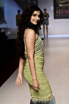 Sonam Kapoor Sonam Kapoor Actress Photos International Fashion Walking Entertainment News