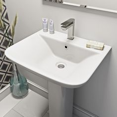 Compact Square full pedestal basin and installation pack