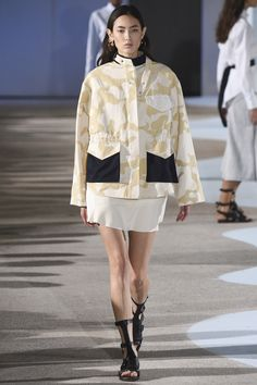 Cédric Charlier Spring 2016 Ready-to-Wear Fashion Show