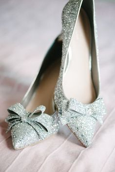 Pale mint bow-topped ladies shoes -- great for wedding accessorizing. Crazy Shoes, Me Too Shoes, Bridal Shoes, Wedding Shoes, Shoe Boots, Shoes Heels, Bow Heels, High Heels, Flats