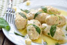 Le polpette di pollo al limone sono un secondo piatto molto gustoso, dal sapore fresco e dal profumo irresistibile. Ecco la ricetta ed alcuni consigli