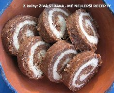 Vitariánská kokosová roláda podle Věry Talandové (raw food) :: Syrová-strava.cz Raw Cake, Healthy Cake, Raw Vegan, Raw Food Recipes, Doughnut, Muffin, Food And Drink, Low Carb, Paleo