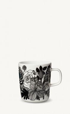 Marimekko mugs & cups are a fun way to enjoy your morning coffee. Top rated retailer of Marimekko mugs, cups, and dinnerware. Marimekko, Painted Mugs, Stoneware Mugs, Mug Designs, Scandinavian Design, Nordic Design, Mugs Set, Dinnerware, Coffee Cups