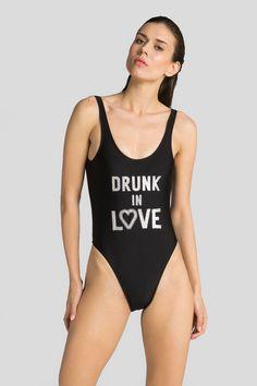 90'lı yılların efsane mayo modeli Simple For You ile geri döndü! Üstelik çok da eğlenceli sloganlarla... Markanın dikkat çekici mayolarını espadril, sandalet ve stil sahibi aksesuarlarla tamamlayarak kullanabilirsiniz. #simpleforyou #drunkinlove #swimwear #mayo