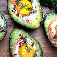 These baked eggs in avocado with smoked salmon are packed with healthy fats for a filling breakfast or snack. Avocado Boats, Avocado Hummus, Baked Avocado, Salmon Avocado, Easy Clean Eating Recipes, Healthy Eating, Healthy Fats, Simple Meals, Low Carb Recipes