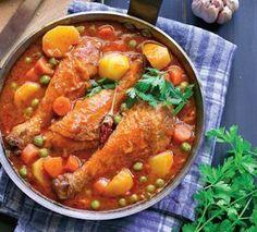 Sanatoasa, satioasa si usor de facut, tocana de mazare cu pui este reteta perfecta pentru un pranz in familie. Jacque Pepin, Romanian Food, Pot Roast, Main Dishes, Bacon, Curry, Food And Drink, Cooking Recipes, Lunch