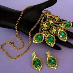 Vintage-Neiger-Art-Deco-Green-amp-White-Enamel-Green-Czech-Glass-Bib-Necklace-amp-Ea