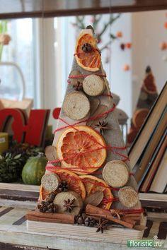 682 x 1024 ( Alternative Christmas Tree, Diy Christmas Tree, Homemade Christmas, Merry Christmas, Pine Cone Decorations, Christmas Decorations, 257, Fall Deco, Handmade Art