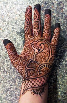 Check out the 60 simple and easy mehndi designs which will work for all occasions. These latest mehandi designs include the simple mehandi design as well as jewellery mehndi design. Getting an easy mehendi design works nicely for beginners. Palm Mehndi Design, Latest Bridal Mehndi Designs, Simple Arabic Mehndi Designs, Indian Mehndi Designs, Full Hand Mehndi Designs, Henna Art Designs, Mehndi Designs For Beginners, Mehndi Designs For Girls, Mehndi Design Photos