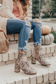 The Brie Snake Print Bootie Strike a pose in Snake Print Boots, Snake Boots, Winter Boots Outfits, Heels Outfits, Shoe Dazzle, Desert Boots, Ankle Booties Outfit, Over The Knee, Outfits Mujer
