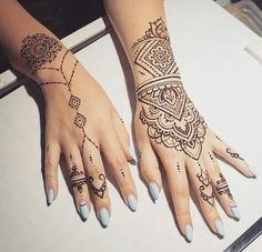 Henna inspired tattoos - 20 Hand Tattoo Ideas From Women Celebrities That Love Ink – Henna inspired tattoos Henna Tattoo Designs, Henna Style Tattoos, Tribal Hand Tattoos, Henna Inspired Tattoos, Small Henna Tattoos, Mandala Hand Tattoos, Hand Tattoos For Women, Wrist Tattoos, Unique Tattoos