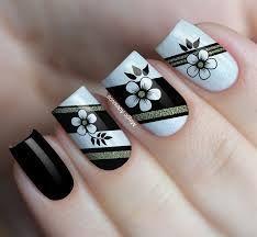 Unhas Pretas Decoradas Com Flores! Tape Nail Art, Gel Nail Art, Manicure And Pedicure, May Nails, Hair And Nails, Fabulous Nails, Gorgeous Nails, Cute Nails, Pretty Nails