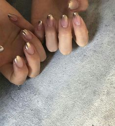 Semi-permanent varnish, false nails, patches: which manicure to choose? - My Nails Minimalist Nails, Minimalist Fashion, Perfect Nails, Gorgeous Nails, Cute Nails, Pretty Nails, Diy Nails, Glitter Nails, Uv Gel Nails