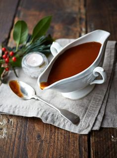Enjoy Jamie's vegan gravy this Christmas; find a super-tasty and flavoursome vegan gravy recipe just in time for the festive season! Vegan Sauces, Vegan Foods, Vegan Dishes, Vegan Recipes, Cooking Recipes, Marmite Recipes, Vegan Christmas Dinner, Vegan Thanksgiving, Christmas Recipes