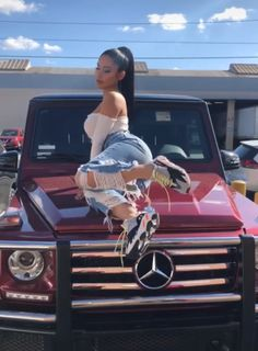 20 Ripped Jeans Ideas For Cute Girls 20 Ripped Jeans Ideen für süße Mädchen Sexy Jeans, Ripped Jeans, Mercedes Jeep, Mercedes Girl, Marley Twist Hairstyles, Janet Guzman, Car Girls, Urban Outfits, Hot Cars
