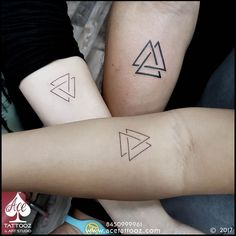 Simple with great meaning behind it. Artist : Aditya Panchu - Simple with great meaning behind it. Group Tattoos, Family Tattoos, Couple Tattoos, Small Tattoos, Tattoos For Guys, Siblings Tattoo For 3, Sibling Tattoos, Bruder Tattoo, Triangle Tattoo Meaning