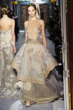 Valentino Spring 2013 Couture Runway - Valentino Haute Couture Collection - ELLE Andddd why am I wanting these for bridesmaid dresses? Moda Fashion, Fashion Week, Runway Fashion, High Fashion, Paris Fashion, Beautiful Gowns, Beautiful Outfits, Style Haute Couture, Spring Couture