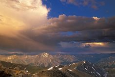 Evening photo from the top of Mount Elbert ft) near Leadville, CO. Mt Elbert is Colorado's tallest mountain. Twin Lakes Colorado, Colorado Homes, Colorado Mountains, Rocky Mountains, Mount Elbert, Colorado Plateau, Cloud City, Summer Bucket Lists, Natural Phenomena