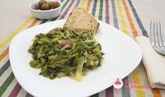 Scarola in padella con olive, capperi e alici Olive, Guacamole, Mexican, Ethnic Recipes, Food, Contouring, Vegan, Essen, Meals