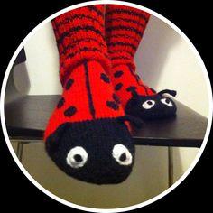 Knitted ladybug-socks | Novita 7 veljestä Lady Bug, Knitting Socks, Knit Socks, Knit Crochet, Slippers, Projects, Ideas, Learn How To Knit, Wool