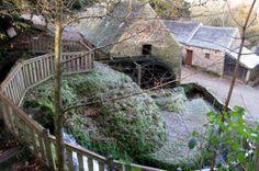 ecomusee-monts-arree-les-moulins-de-kerouat #campingcar Camping Car, Le Moulin, Tudor, Belle Photo, Garden Bridge, Medieval, Outdoor Structures, Cabin, Photos