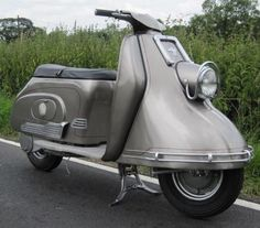 Heinkel Tourist Amazing vintage scooter in immaculate condition! Motor Scooters, Vespa Scooters, Vintage Bikes, Retro Vintage, Custom Vespa, Vespa Lambretta, Japanese Design, Cars And Motorcycles, Vehicles