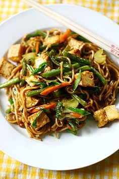 The Perfect Fried noodles     |      Save and organize your favourite recipes on your iPhone and iPad with @RecipeTin! Find out more www.recipetinapp.com    #recipes #vegan #noodles