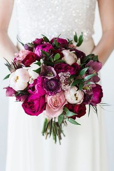 Purple Wedding Flowers Bouquets you want at your winter wedding - You've planned the perfect winter wedding, only thing left is the flowers. See some of the most swoon-worthy winter wedding bouquets the internet has to offer. Rosen Arrangements, Peony Arrangement, Flower Arrangements, Table Arrangements, Winter Wedding Flowers, Bridal Flowers, Purple Wedding, Trendy Wedding, Fall Wedding